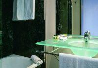 AcHotel Gran bathroom