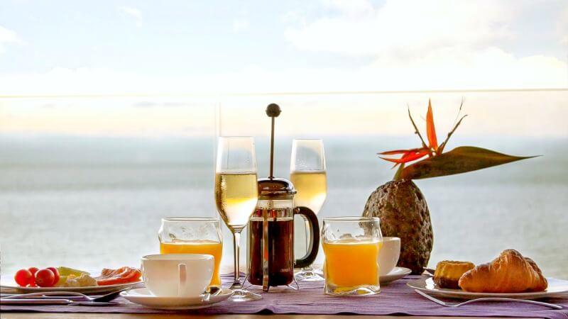 360 Breakfast Table