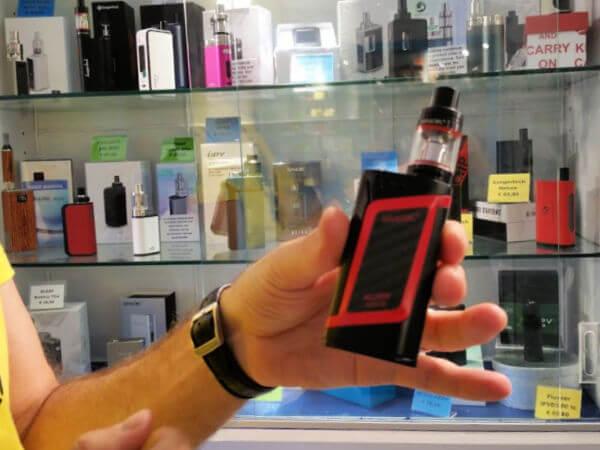 Vapebar e-cigaretter vid Prisma nära Yumbo Center