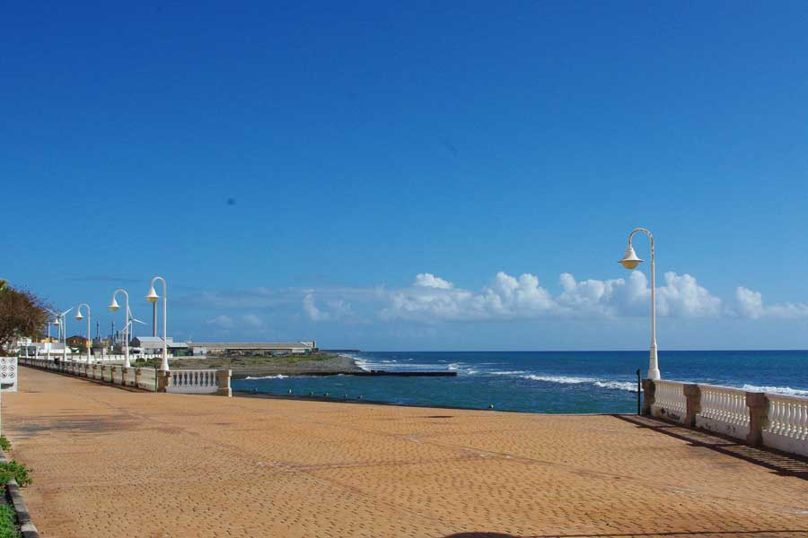 Castillo del Romeral - promenade and sea swimming pool
