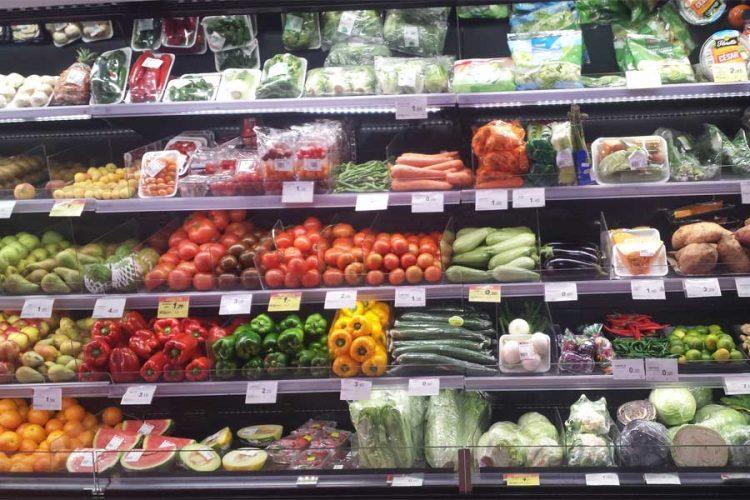Frisches Obst und Gemüse gibt es nicht nur an Markttagen in San Agustin.