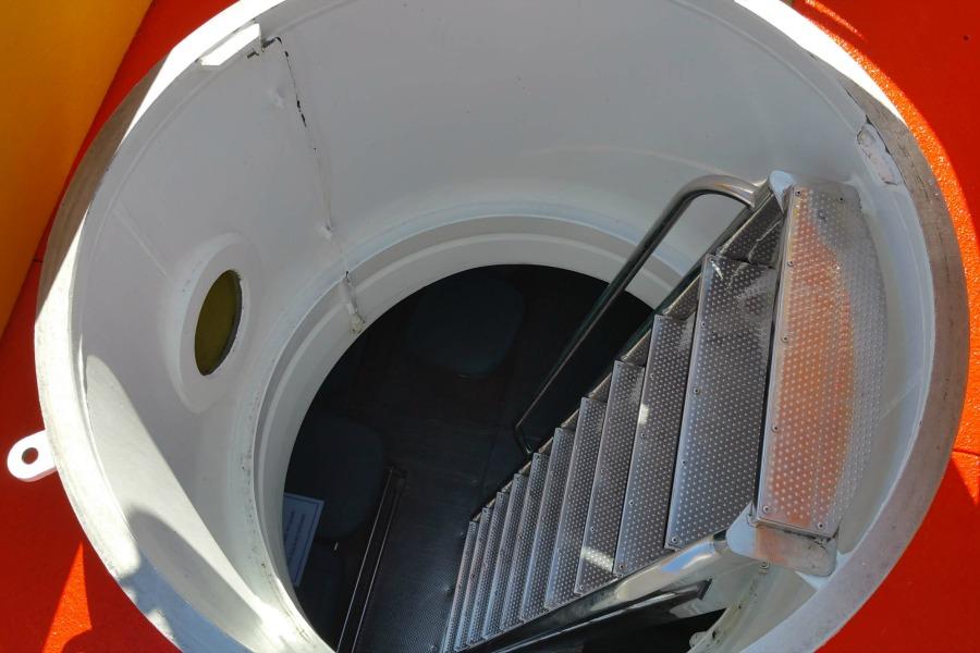 Einstiegs ins U-Boot. Sichere Fahrt in eine Tiefe von 25 Metern im Atlantik vor Gran Canaria.