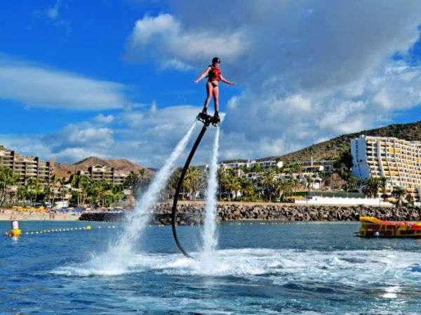 Luis Molina flyboard vattensport vid Anfi Beach